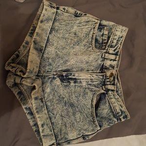 Highwaisted acid wash shorts